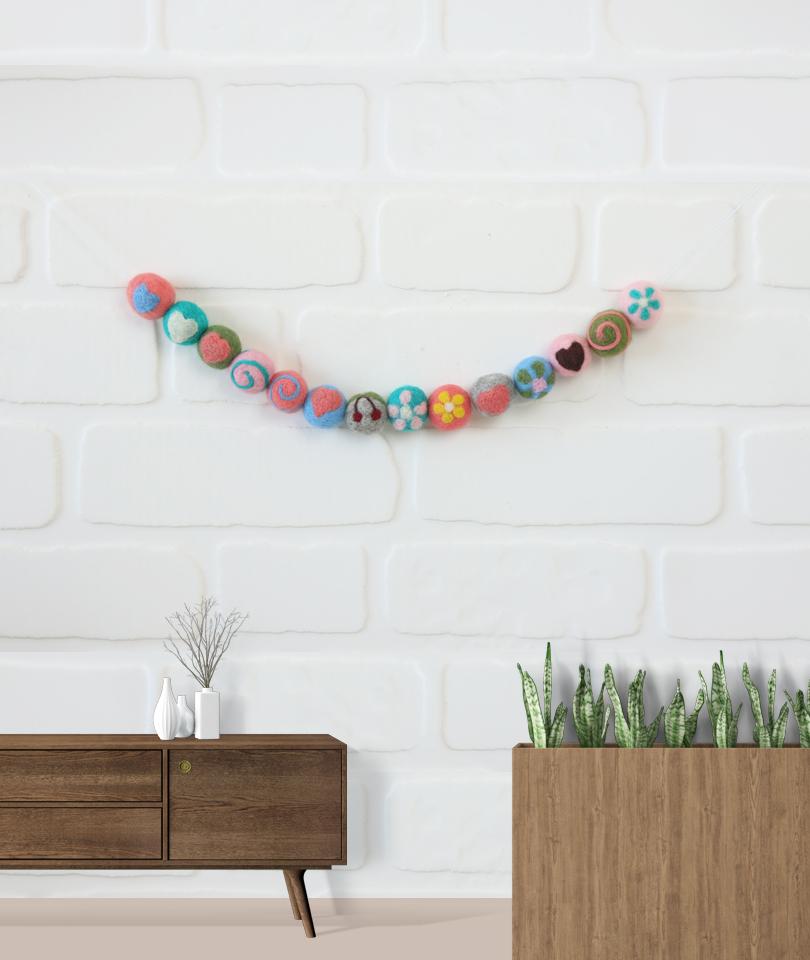 Renkli Toplar Keçe Duvar Süsü